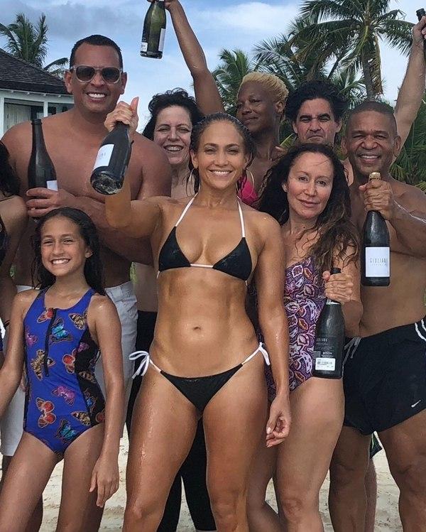 Jennifer Lopez presume de su cuerpo con bikini