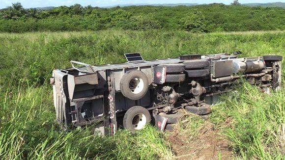 Accidente de transito en pinar del rio un camión con 40 personas