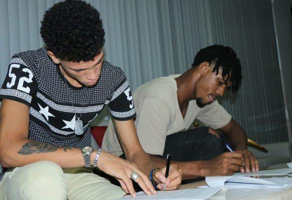Jugadores de baloncesto son contratados por un club argentino