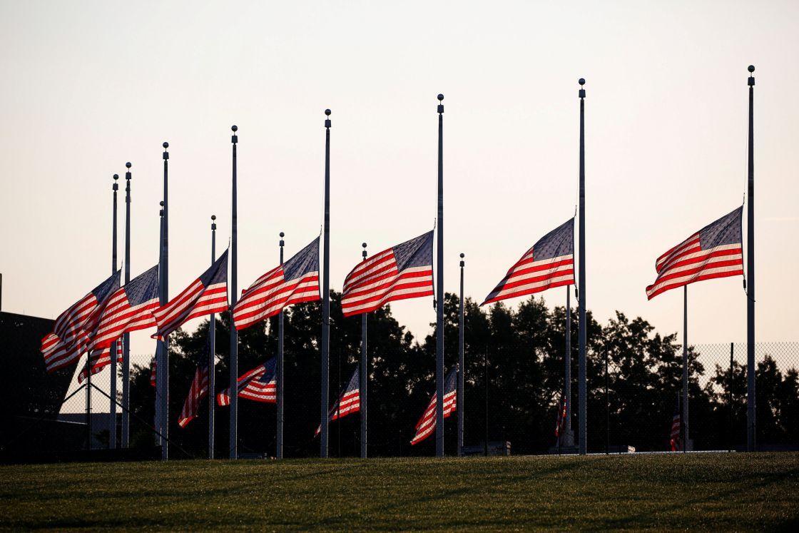 Banderas de EEUU a media asta en homenaje a las víctimas del tiroteo en Pittsburgh