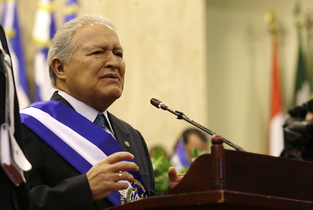 presidente de el salvador critica a trump por caravana de migrantes