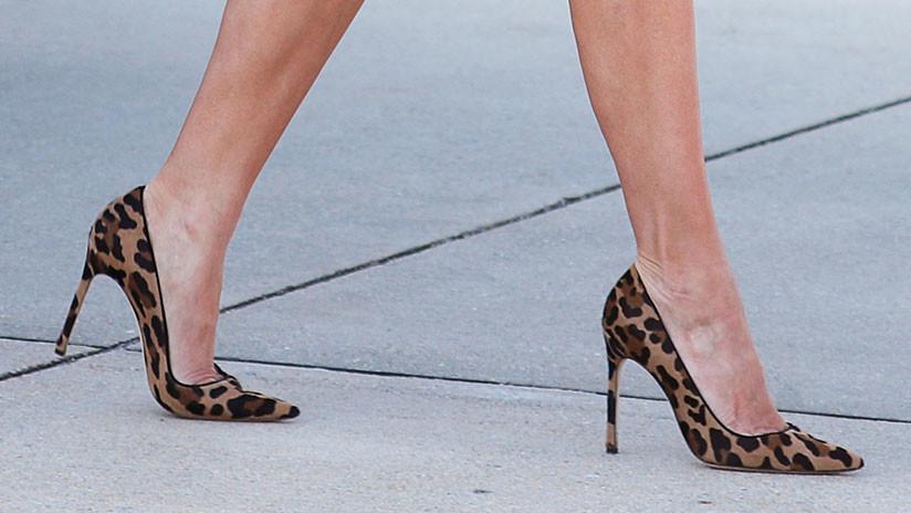 Melania trump desembarca en africa con zapatos de piel de leopardo