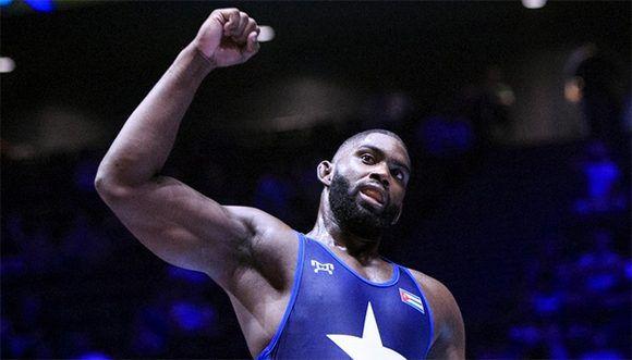 Oscar Pino obtiene la medalla de bronce en Mundial de Lucha