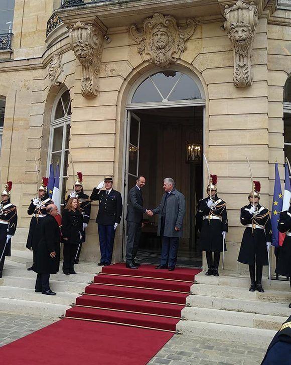 Díaz-Canel llega a Francia en una breve escala en su gira por Asia y África