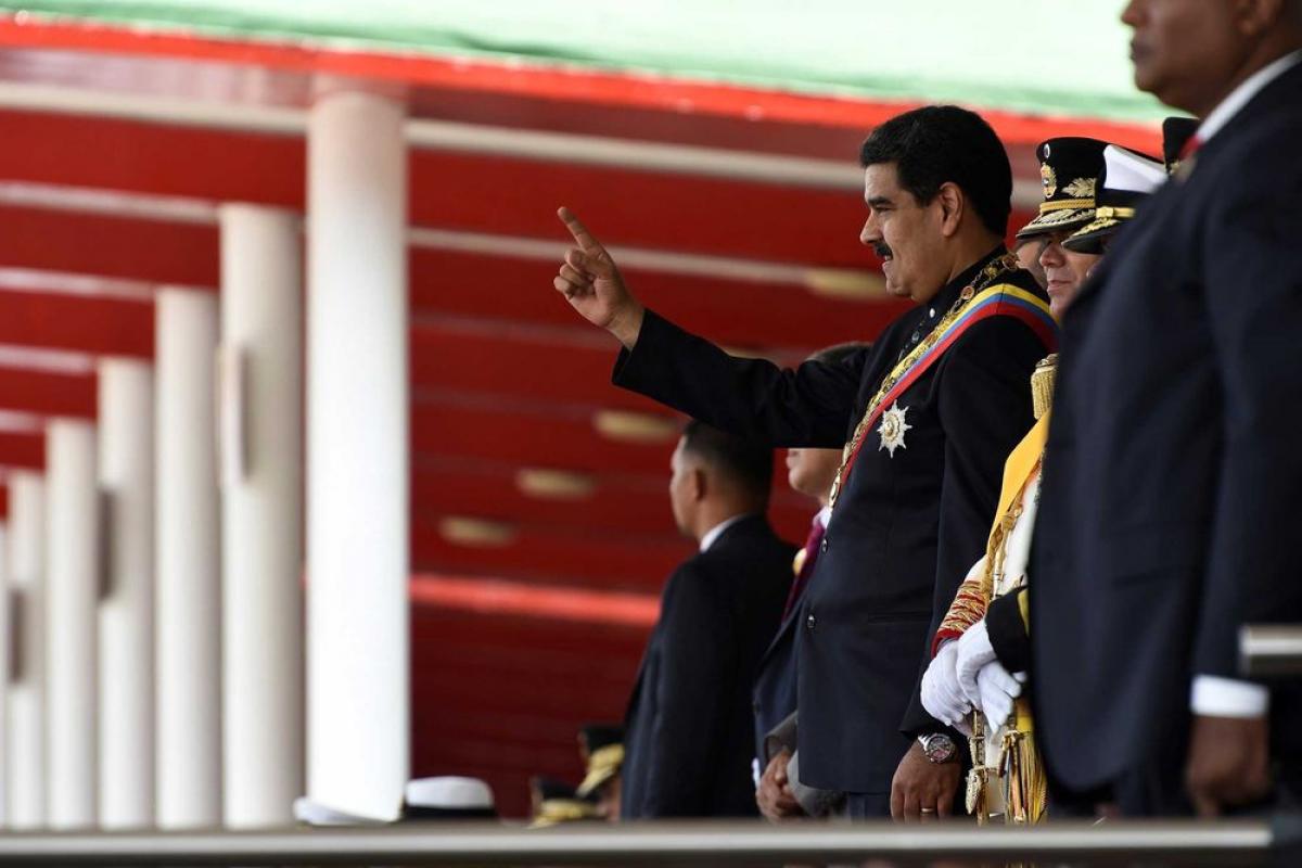 Maduro cambia al jefe de la policía para apaciguar la revuelta por muerte de un opositor