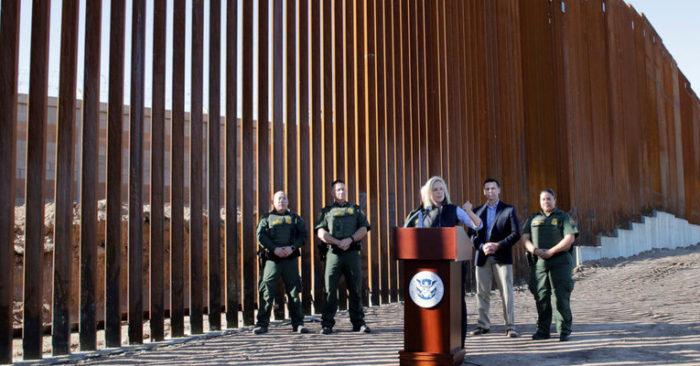 Gobierno estadounidense inaugura la primera sección del muro fronterizo EEUU-México