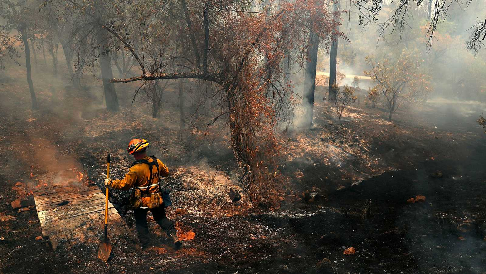 Incendios en California se cobran la vida de 30 personas