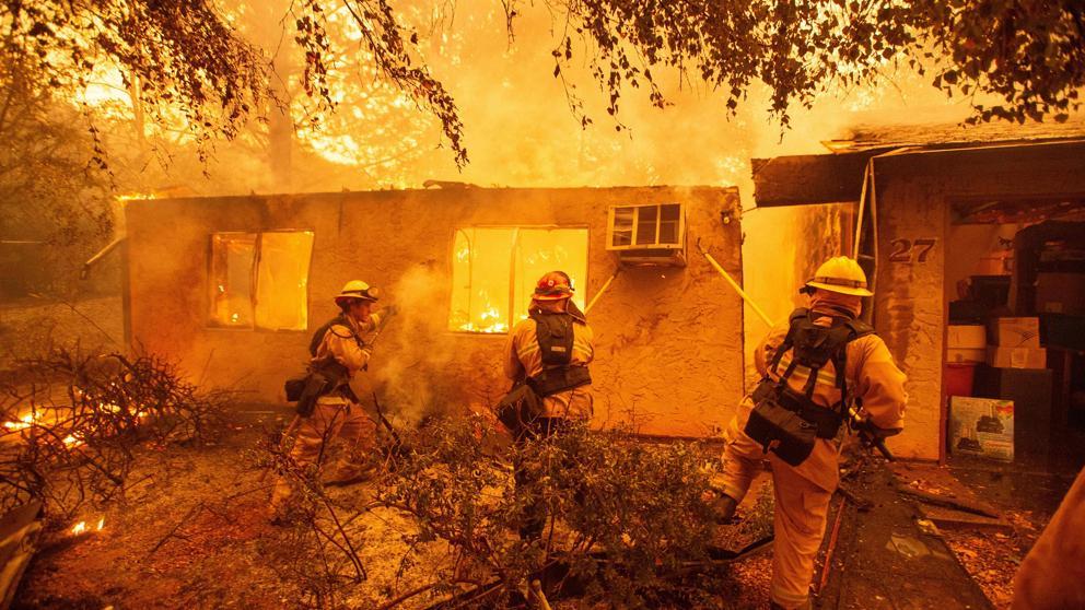Voraces incendios afectan a California