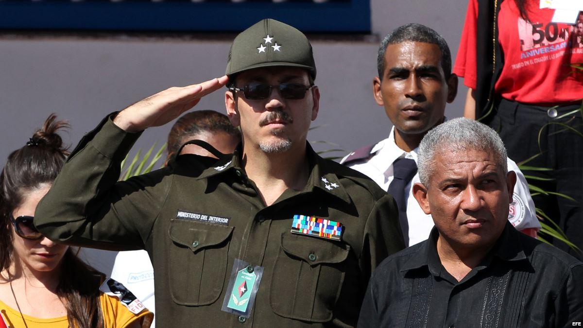 Alejandro Castro Espín es castigado por su padre