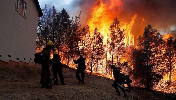 Devastación por incendios forestales en California