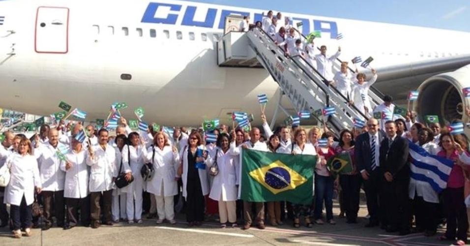 Médicos cubanos en Brasil reciben instrucciones para el regreso a Cuba