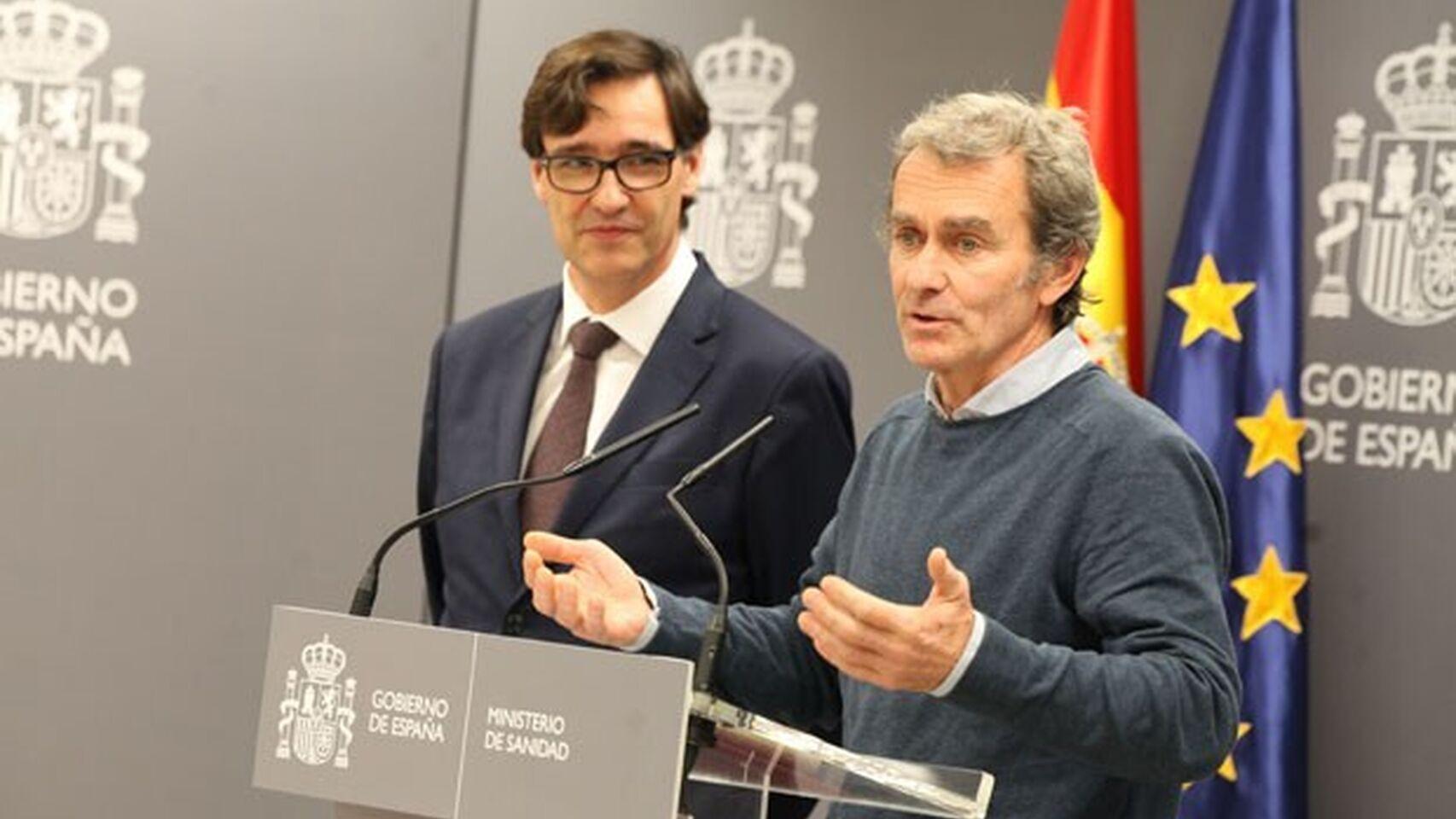 Fernando Simón, junto al ministro de Sanidad Salvador Illa.