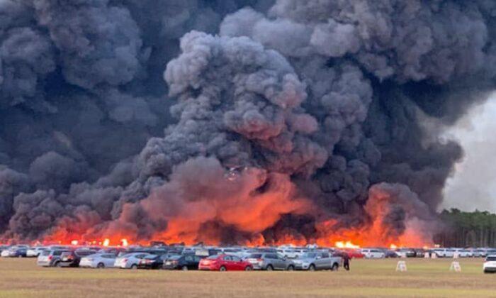 Fuerte incendio en el aeropuerto de Miami