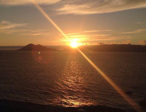 e vuelve a ver la luz del sol al final del pasillo en España