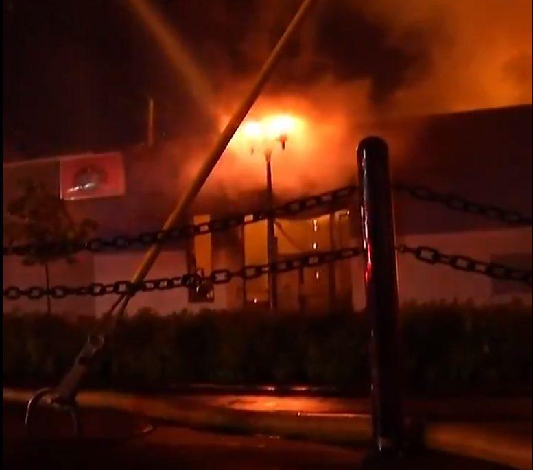Incendio en estación de policía