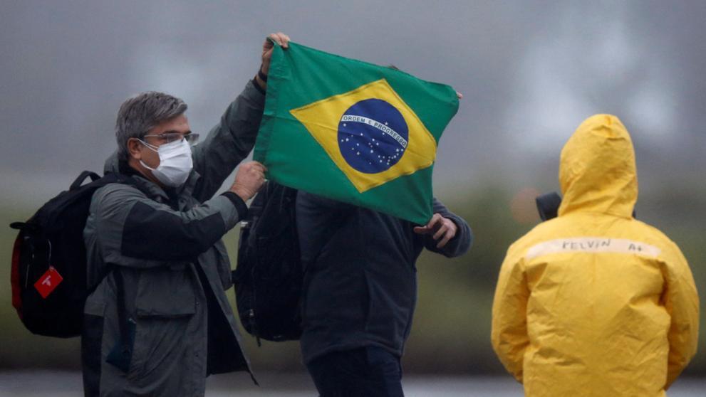 Autoridades sanitarias brasileñas reportaron este lunes 623 nuevas muertes por Covid-19