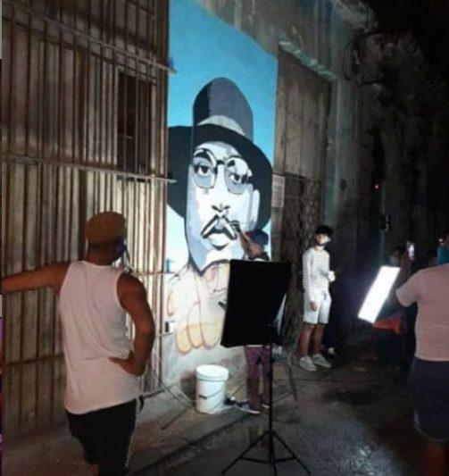 Dibujan mural de El Dany