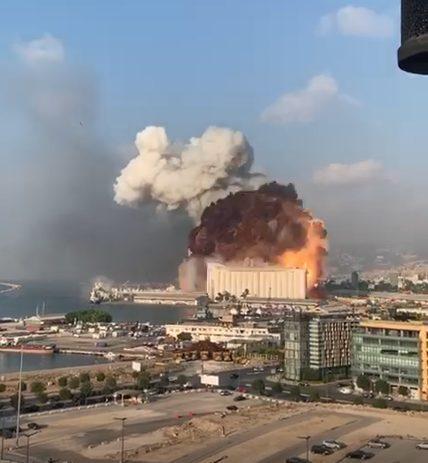 Impresionantes imágenes: Explotan dos bombas en Beirut