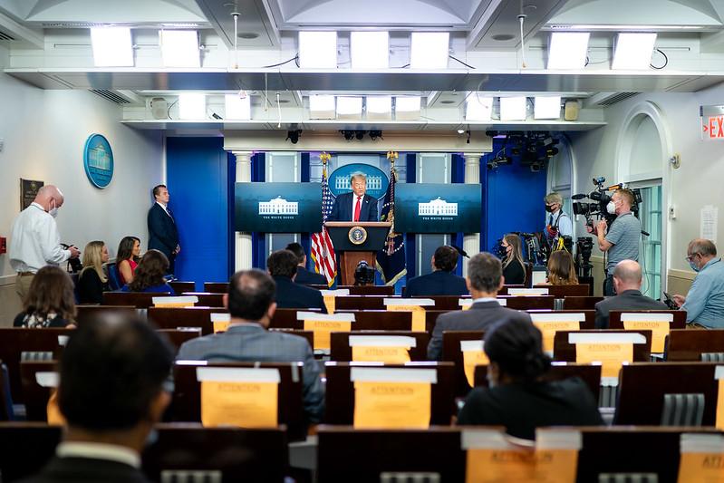 Trump interrumpe su conferencia de prensa sobre le Covid-19 por tiroteo en la Casa Blanca