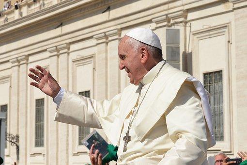 """Papa Francisco pide a Dios que """"libre y alivie"""" a los cubanos"""