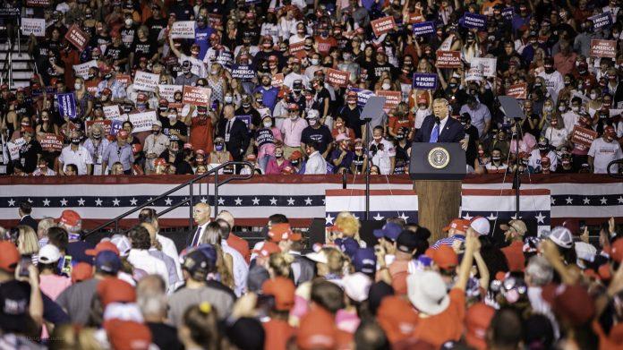 Trump llega a Miami para 2 días de campaña electoral, quiere el voto latino