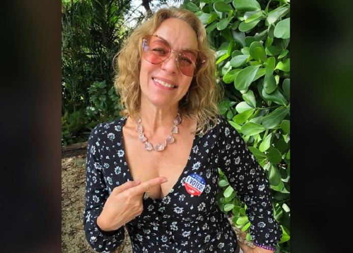 Amarilys Núñez ejerce su derecho al voto por primera vez en EEUU