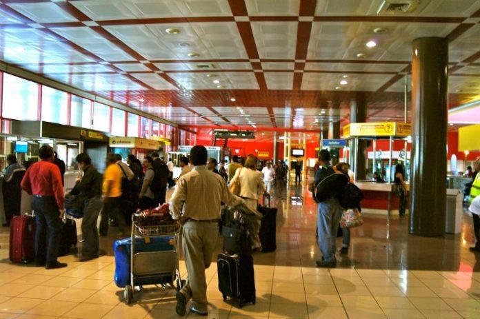 Cubanos emigrados pagarán su prueba de PCR al arribar a la isla