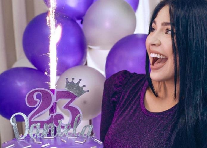 Daniela Reyes, novia de Yomil, celebra sus 23 años