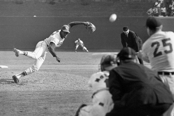 Fallece Bob Gibson lanzador Salón de la Fama de la MLB