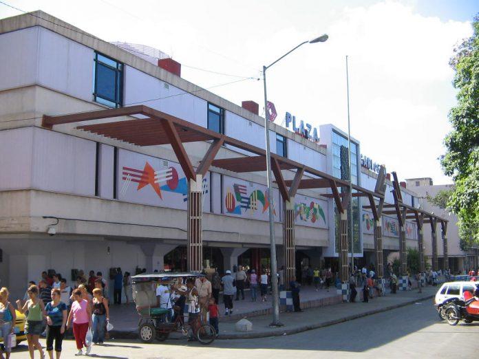 La Habana Centro comercial Carlos III solo venderá en dólares