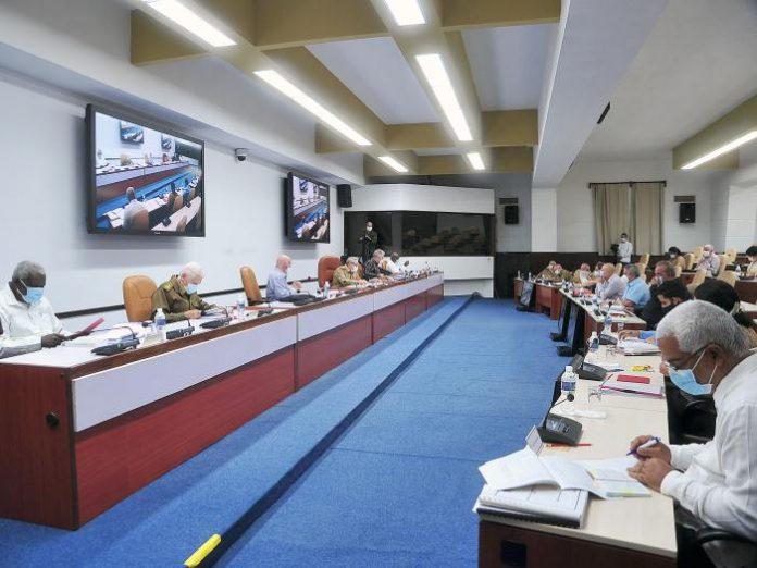 Reaparece Raúl Castro en las noticias